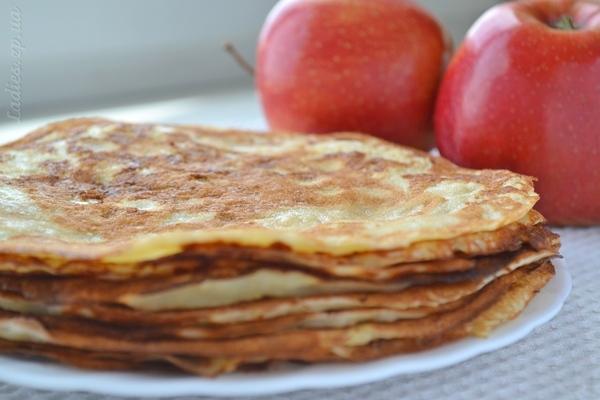 Рецепт блинов с яблоками на кефире рецепт пошагово